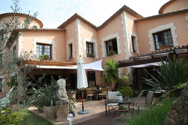 Bed and breakfast and self catering holiday villa costa - Casa torres barcelona ...